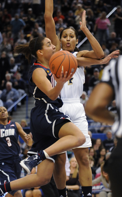 Bria Hartley drives the lane hard to score against Skylar Diggins during a furious scoring flourish in the second half.