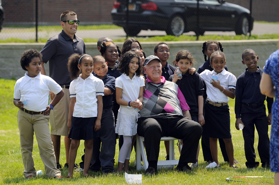 2013.05.21 - Bloomfield, CT - Third-graders pose for a photo with golf legend Billy Casper during the SNAG (Starting New At Golf) program at Metacomet Elementary School Tuesday.  Casper visited the school at the invitation of Ciaran Carr, PGA pro and general manager at Wintonbury Hills Golf Course.