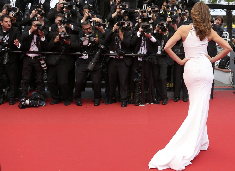 Model Cindy Crawford poses on the red carpet as she arrives for the screening of the film 'The Great Gatsby' and for the opening ceremony of the 66th Cannes Film Festival in Cannes May 15, 2013.      REUTERS/Regis Duvignau