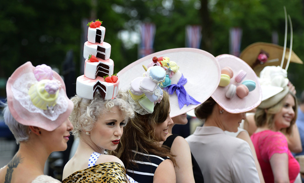 Racegoers pose for photographers as they arrive for Ladies' Day at the Royal Ascot horse racing festival June 20, 2013.  REUTERS/Toby Melville