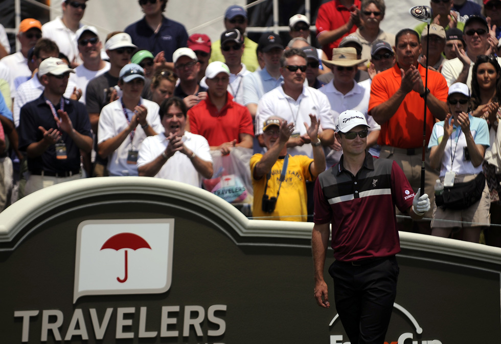 US Open winner Justin Rose receives a warm welcome on the 1st tee, as he is introduced during the opening round of the Travelers Championship. JOHN WOIKE|woike@courant.com