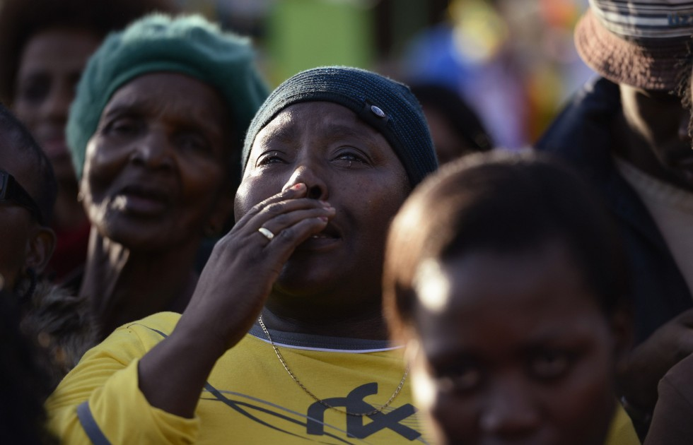 Supporters gather to pay their respects to ailing President Nelson Mandela outside the Pretoria hospital where he is being treated, June 27, 2013. REUTERS/Dylan Martinez