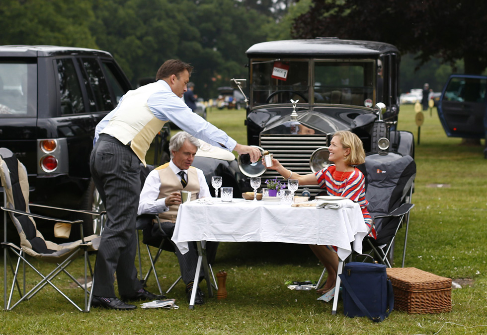 Race goers picnic in front of their vintage Rolls Royce on the second day of the Royal Ascot horseracing festival at Ascot, southern England, June 19, 2013. REUTERS/Darren Staples