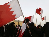 Protesters, holding Bahraini flags, shout slogans during an anti-government protest organized by Bahrain's main opposition group Al Wefaq, in the village of Sitra, June 28, 2013. REUTERS/Hamad I Mohammed