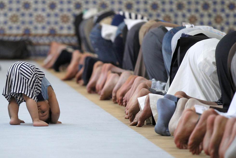 Members, including children, of the Muslim community attend midday prayers at Strasbourg Grand Mosque in Strasbourg, France, on the first day of Ramadan July 9, 2013. REUTERS/Vincent Kessler
