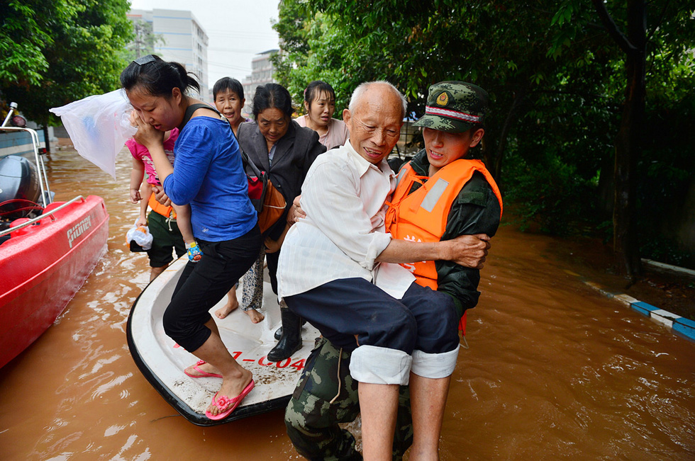 Rescuers evacuate residents from flood-hit areas in the Sichuan province of China. (Photo by ChinaFotoPress/ChinaFotoPress via Getty Images