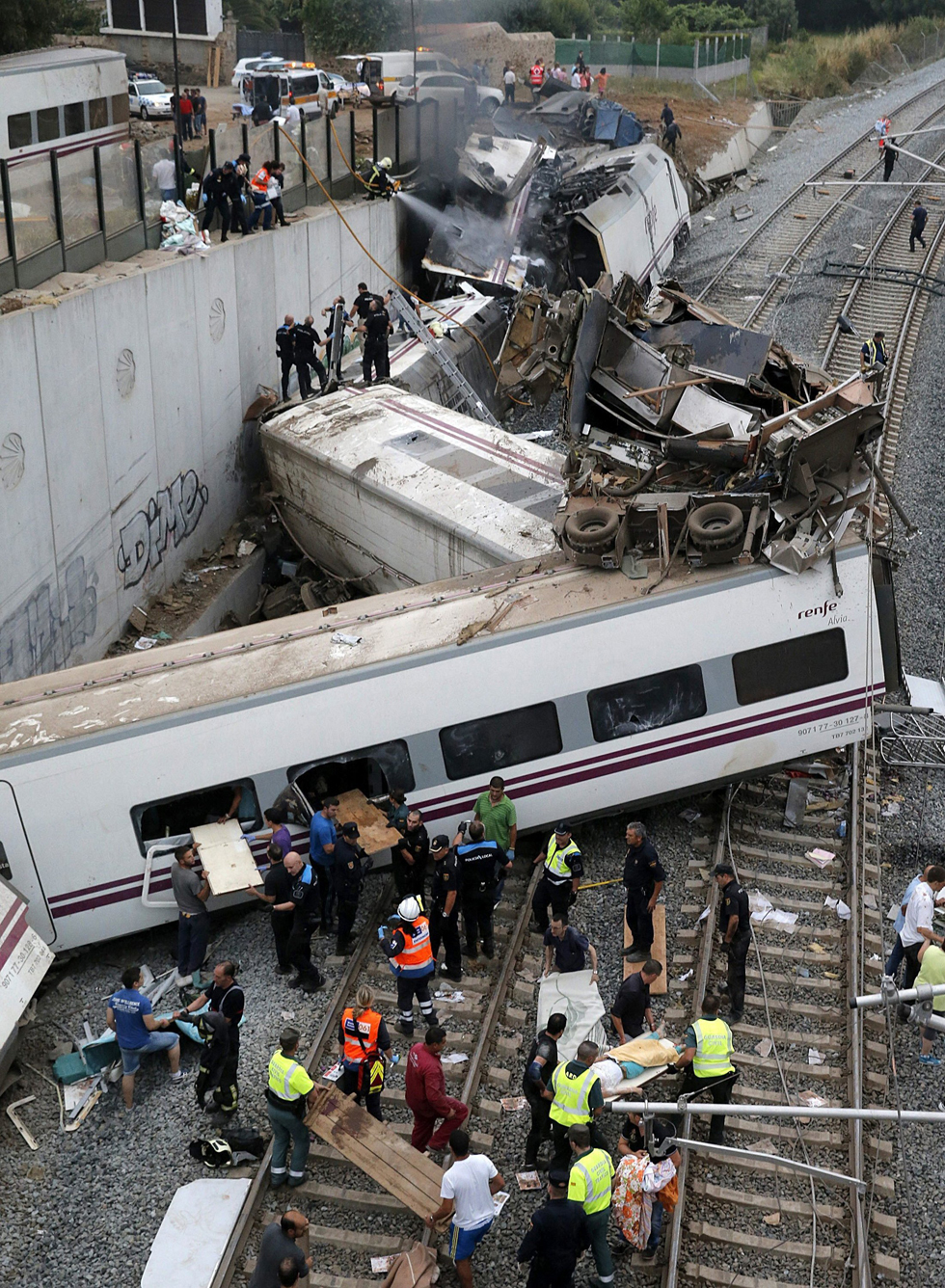 Emergency members attend to passengers injured in a train accident near Santiago de Compostela, Spain. (Lavandeira Jr./EFE via Zuma Press/MCT)