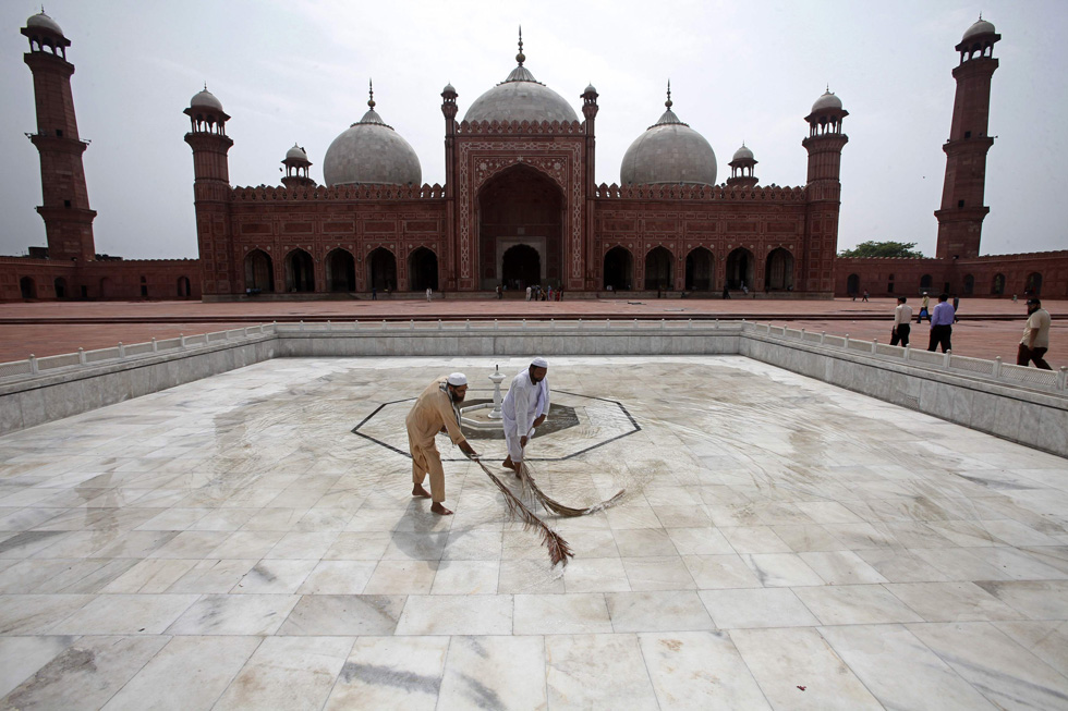 Workers clean the floor of the Badshahi Mosque ahead of the holy month of Ramadan in Lahore, Pakistan, July 9, 2013. REUTERS/Mohsin Raza