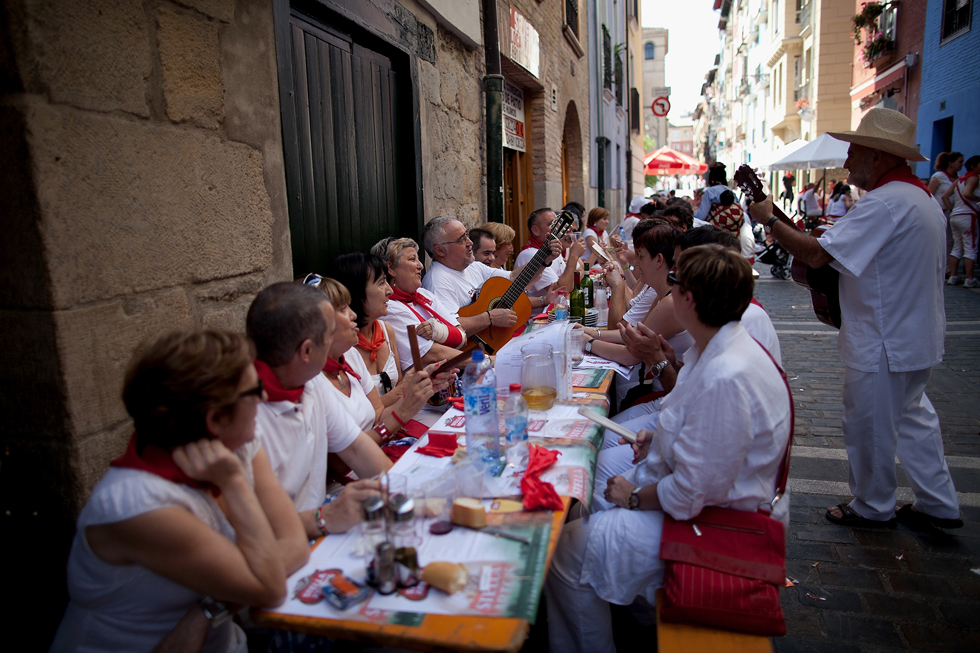 Festival-goers dine street-side during the annual Fiesta de San Fermin Running of the Bulls festival, July 8, 2013, Pamplona, Spain. (Photo by Pablo Blazquez Dominguez/Getty Images)