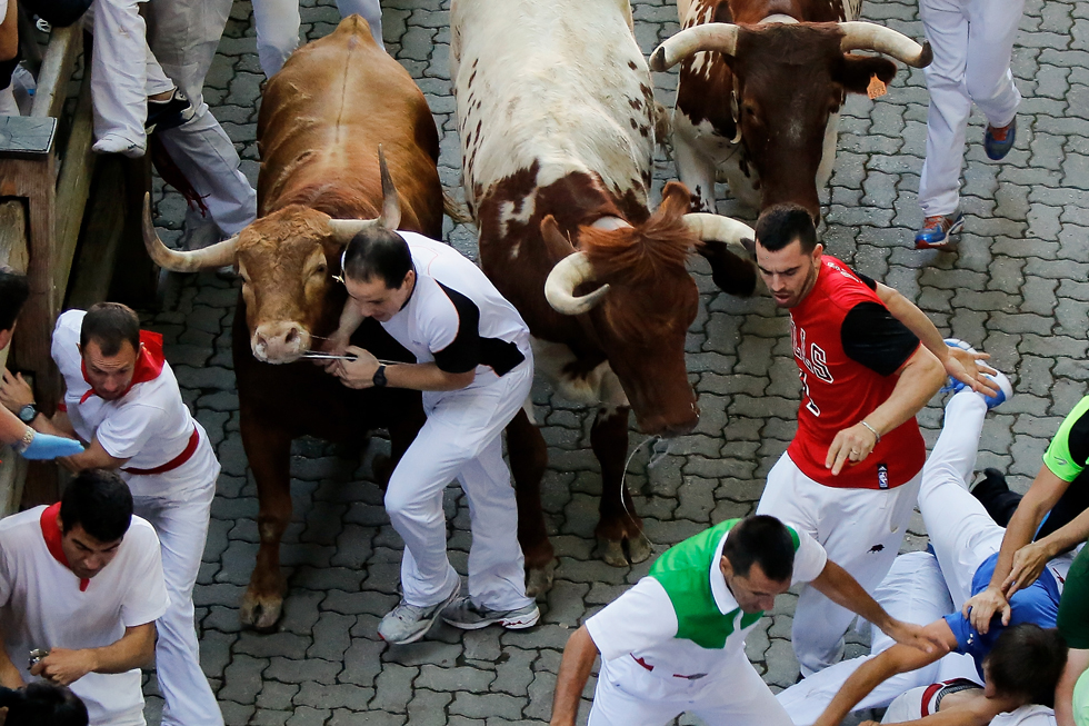 Bulls collide with runners entering the bullring on the second day of the San Fermin Running Of The Bulls festival, on July 7, 2013 in Pamplona, Spain. (Photo by Pablo Blazquez Dominguez/Getty Images)