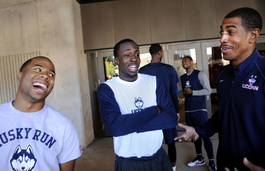 UConn head coach Kevin Ollie, right, jokes with players Tor Watts, left, a walk-on and Rodney Purvis before the Husky Run Wednesday.