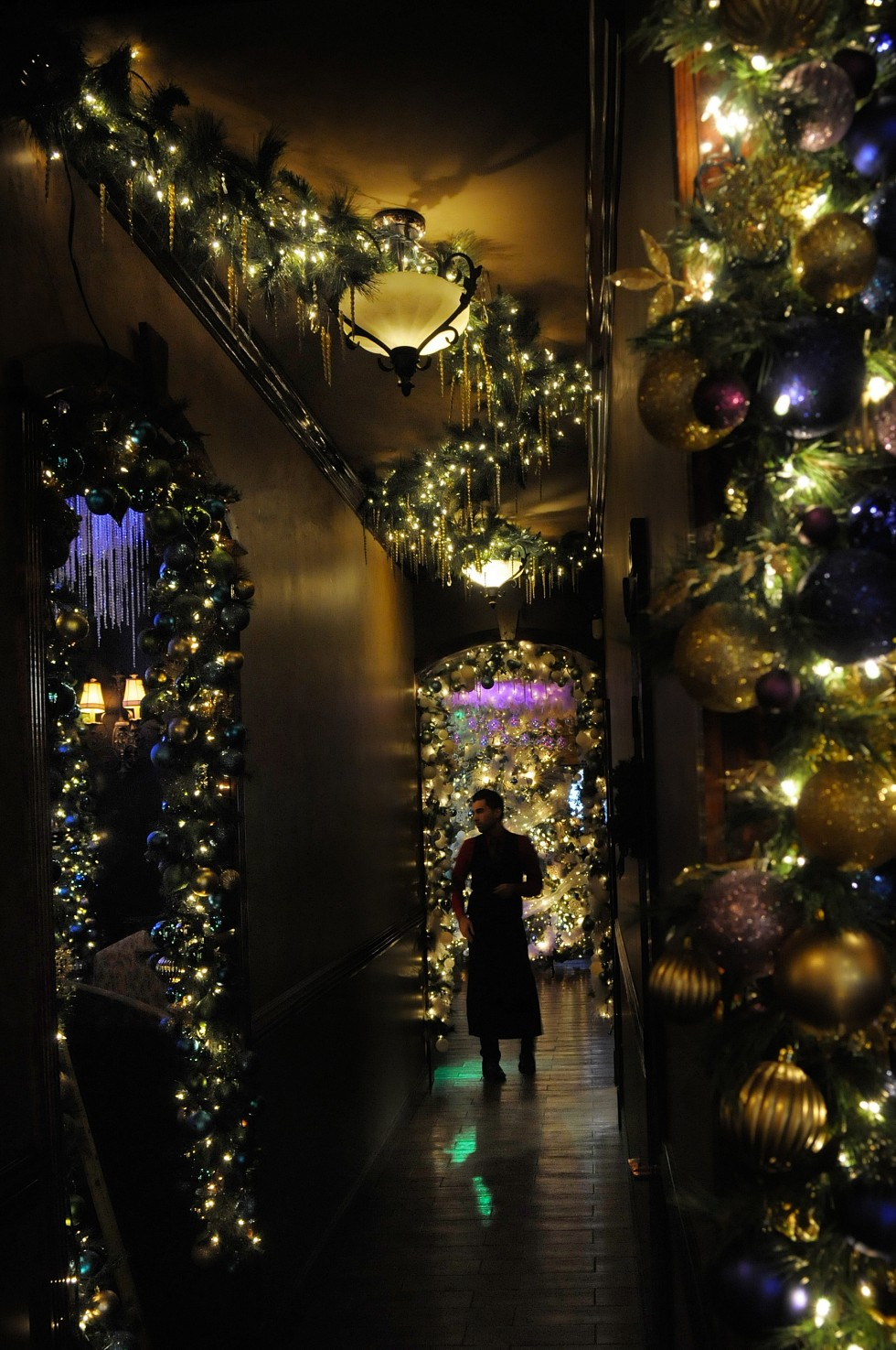 eye contact photo blog | cava restaurant decorates for christmas