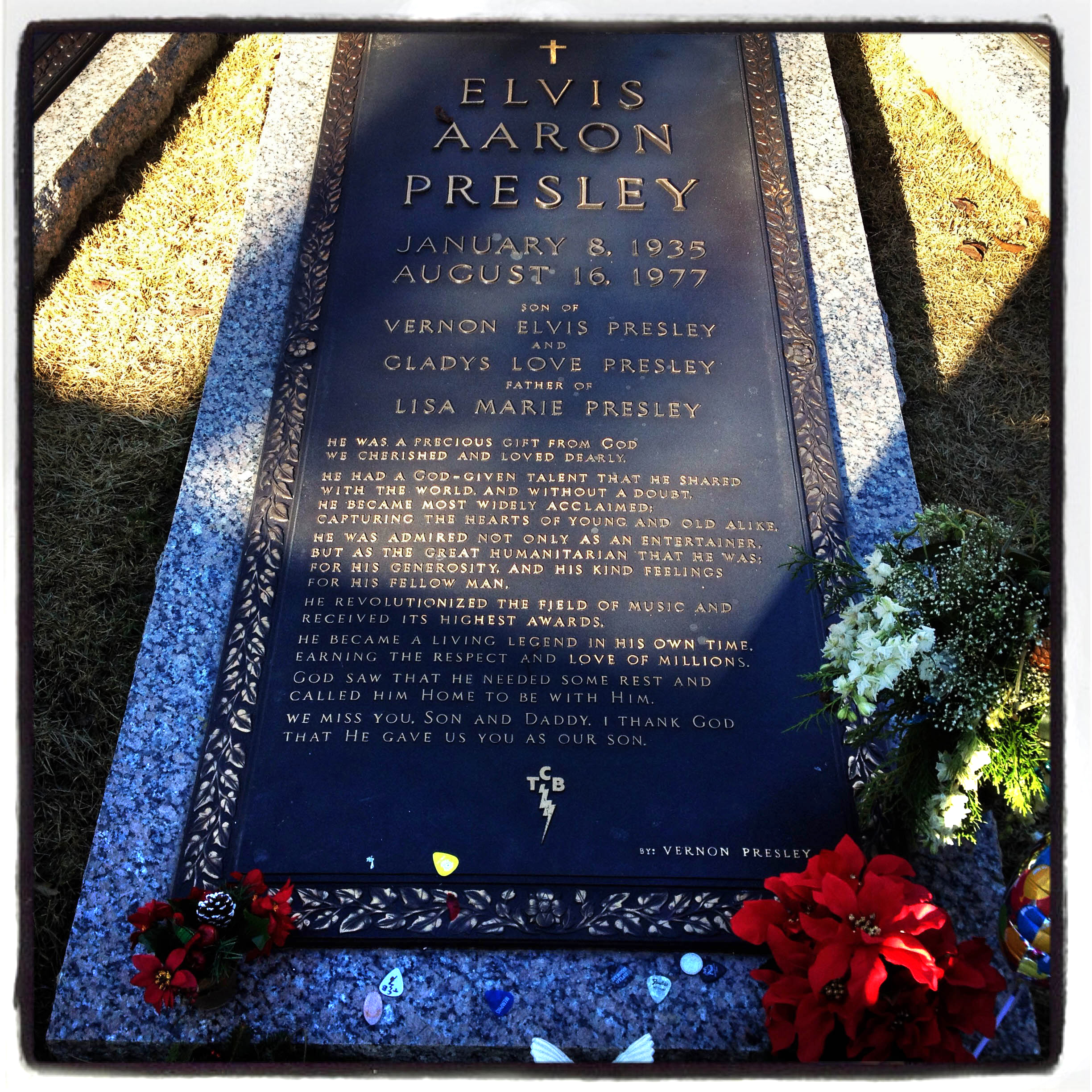 MEMPHIS, TN 01/03/14 Elvis Presley's gravesite is located in the Meditation Garden on the grounds of Graceland.  CLOE POISSON|cpoisson@courant.com