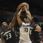 UConn Edged by Bearcats