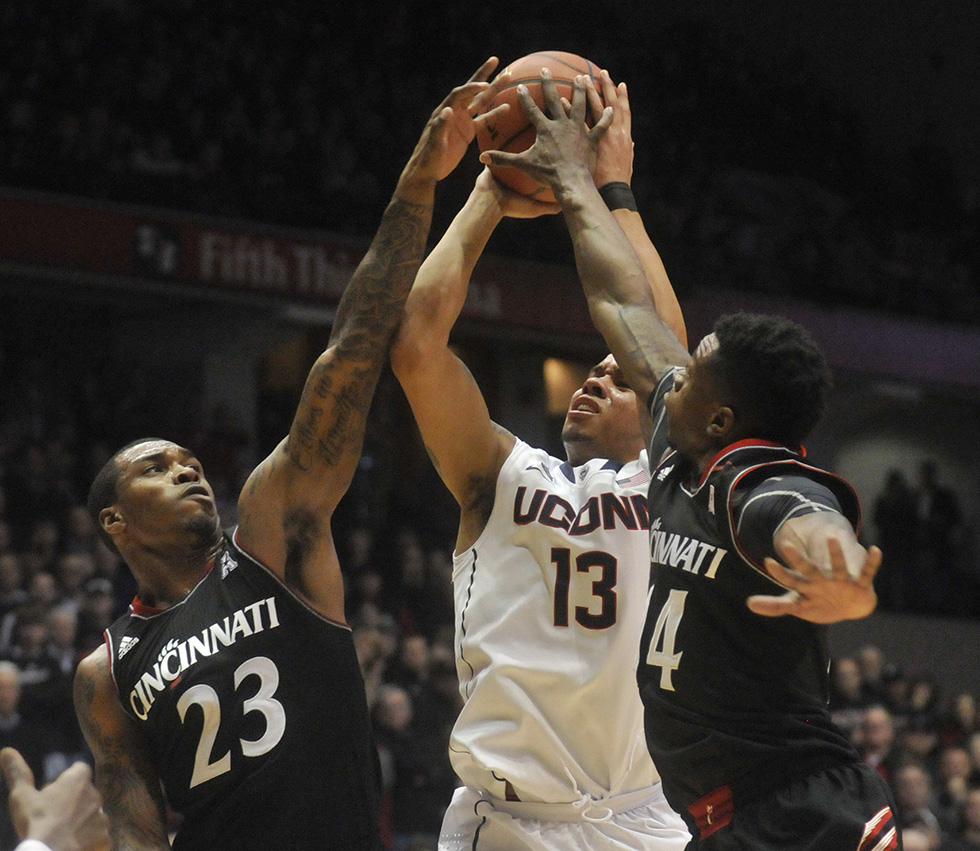 UConn Men's Hoops Versus Cincinnati