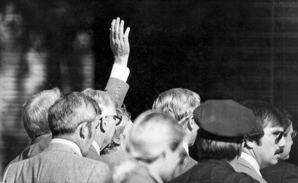 12.10.1978 - Hartford, Ct - President Jimmy Carter waves among a gaggle of politicians outside the Hartford Hilton. MICHAEL McANDREWS | mmcandrews@courant.com