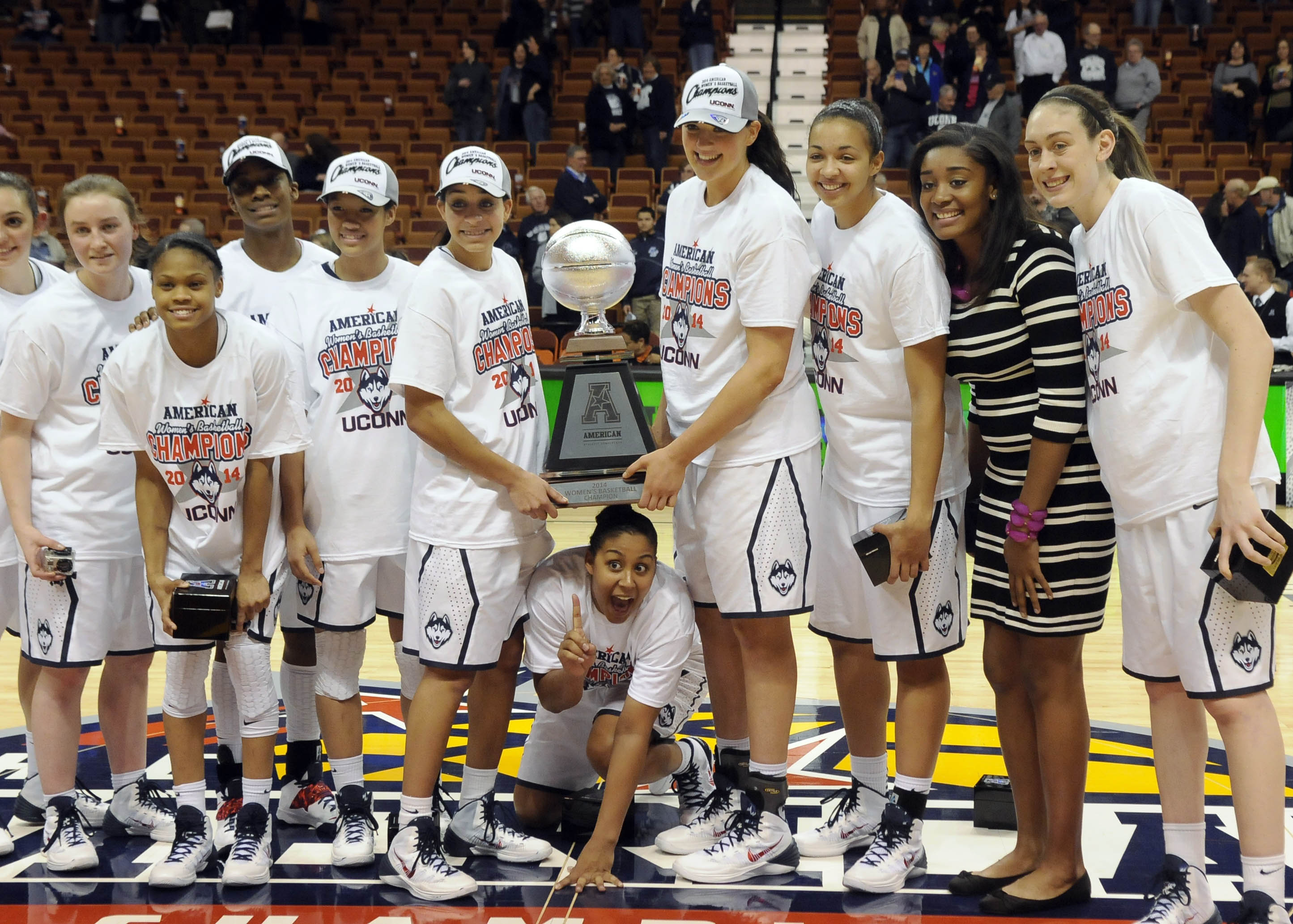 UNCASVILLE 03/10/14  The UConn women pose with the trophy after winning the American Athletic Conference Championship game at the Mohegan Sun Arena Monday. UConn defeated Louisville, 72-52.   CLOE POISSON|cpoisson@courant.com